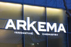 altuglas-arkema Les plaques acryliques Altuglas® LED gagnent en efficacité énergétique et en couleurs.